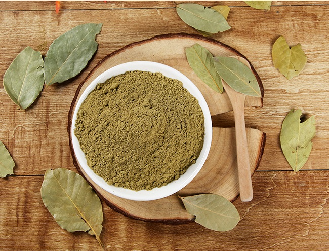 Kratom leaf and powder